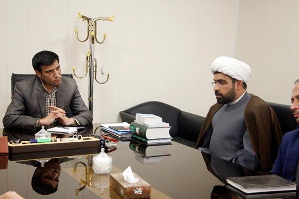 دیدار مسئول دبیرخانه کانون های فرهنگی، هنری مساجد استان یزد با شهردار زارچ